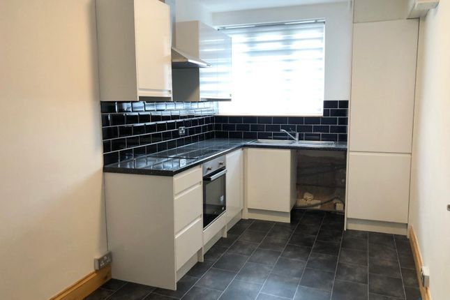 Thumbnail Flat to rent in Burleigh Gardens, Southgate