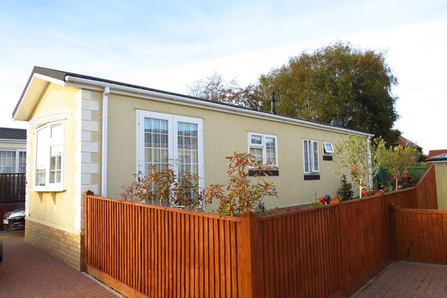 Thumbnail Mobile/park home for sale in New Road, Hellingly, Hailsham