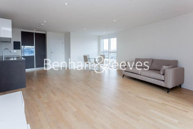 Thumbnail Flat to rent in Pump House Crescent, Brentford