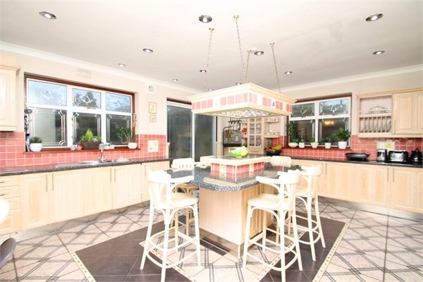 5 bedroom semi-detached house for sale in The Vale, Southgate, London