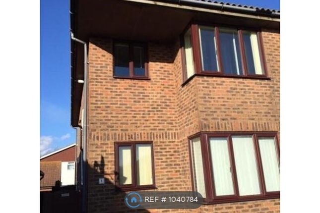 2 bed flat to rent in South Coast Road, Peacehaven BN10