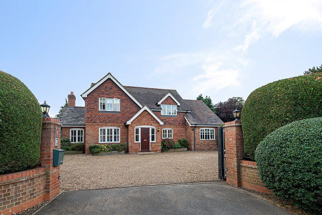 Thumbnail Detached house for sale in London Road, Hitchin