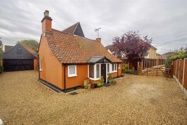 Thumbnail Cottage for sale in Broad Oaks Park, St. Johns, Colchester