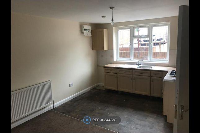 Thumbnail Semi-detached house to rent in Hylton Road, High Wycombe