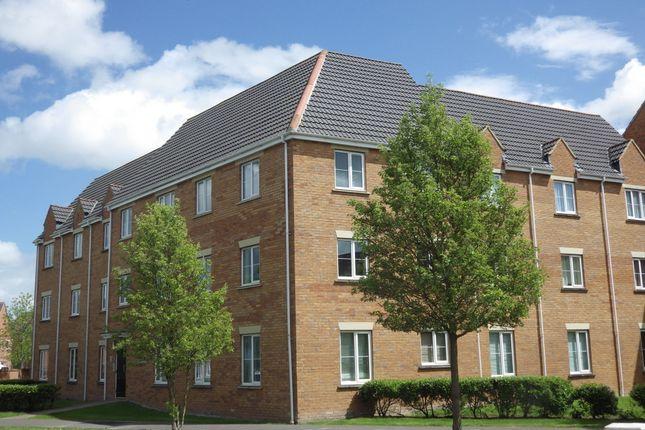 2 bed flat to rent in Sandalwood Road, Westbury