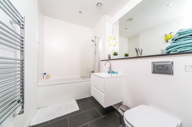 Bathroom of 30 Garrard Street, Berkshire RG1