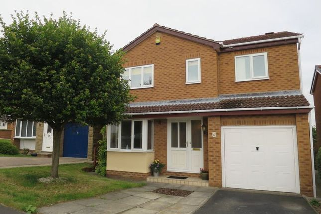 Thumbnail Detached house to rent in Longwood Vale, Tingley, Wakefield