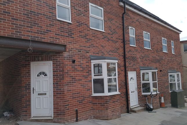 Thumbnail Flat to rent in Albion Road, Wellgate, Rotherham