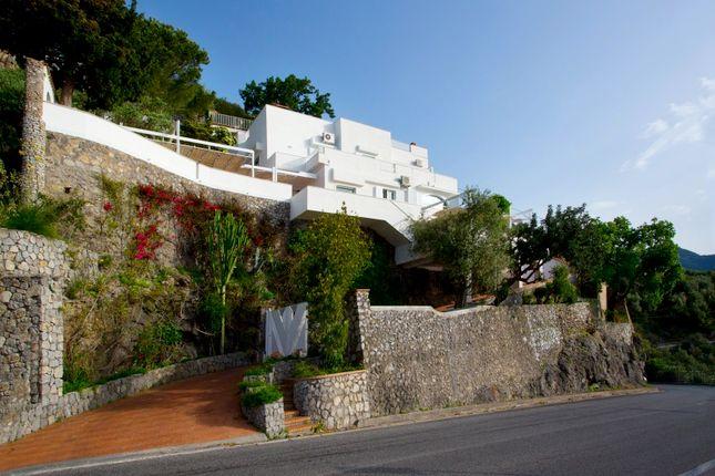 Thumbnail Villa for sale in Salerno, Campania, Italy