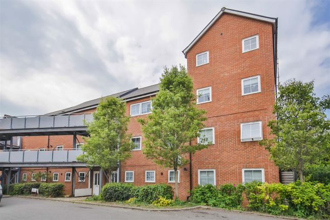 Thumbnail Flat for sale in Lower Leys, Evesham