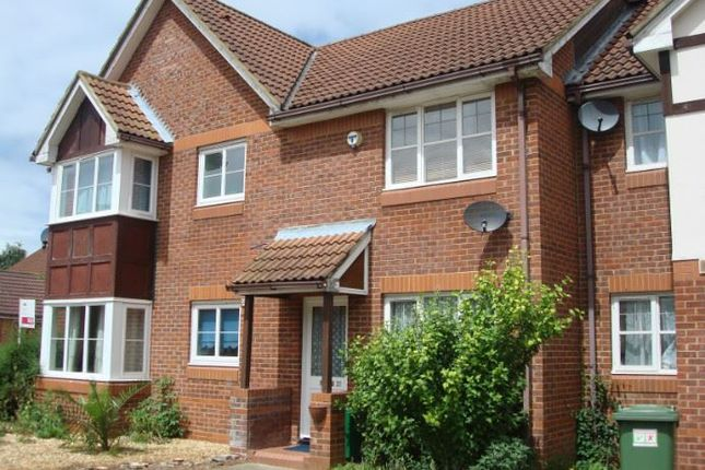 Thumbnail Terraced house to rent in Barnsbury Gardens, Newport Pagnell, Buckinghamshire