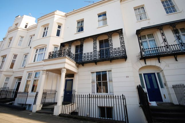 2 bed flat to rent in 7 Dale Street, Leamington Spa, Warwickshire CV32