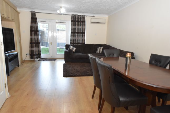 Thumbnail Town house to rent in Gatcombe Road, London