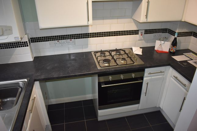 2 bed terraced house to rent in Alvington, Yeovil, Somerset BA22