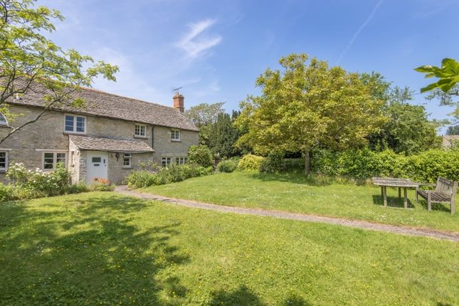 Thumbnail Cottage to rent in West End, Combe, Witney