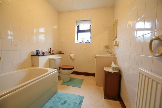 Family Bathroom of Greengarth, Bottesford, Scunthorpe DN17