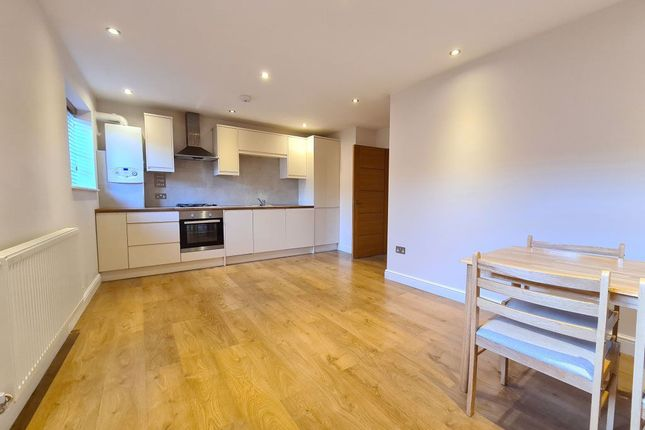 Thumbnail Flat to rent in High Street, Potters Bar