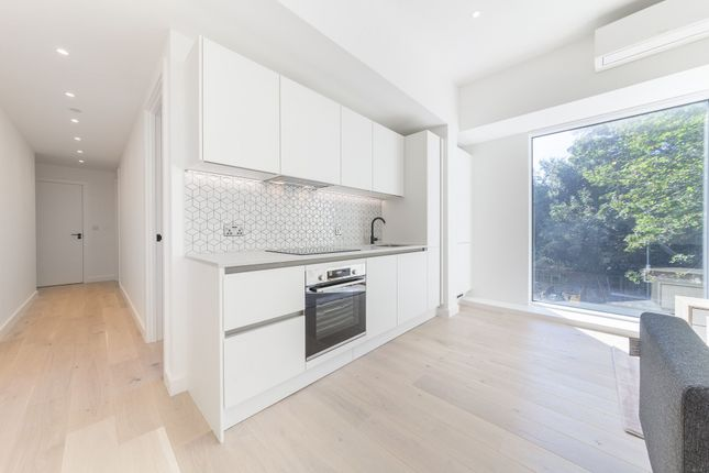 Thumbnail Flat to rent in Apt Parkview, Great West Road, Brentford
