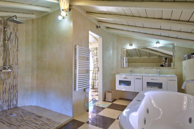 Spacious En-Suite With Spa Bath And Shower