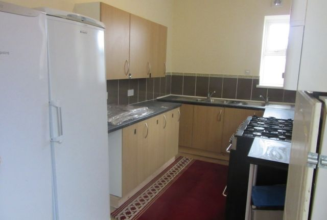 Thumbnail Terraced house to rent in The Kingsway, Swansea
