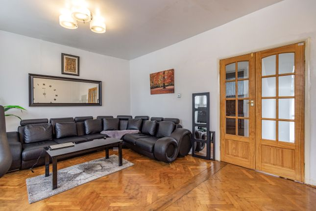 4 bed flat for sale in Endsleigh Gardens, Cranbrook, Ilford IG1