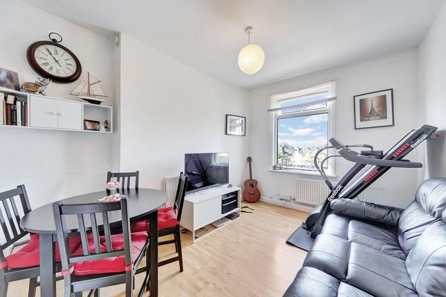 Thumbnail Flat to rent in Newhaven Road, London