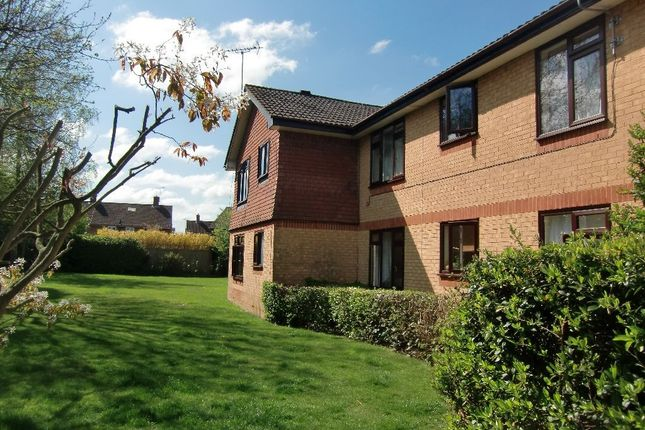Thumbnail Flat to rent in Grasmere Close, Watford