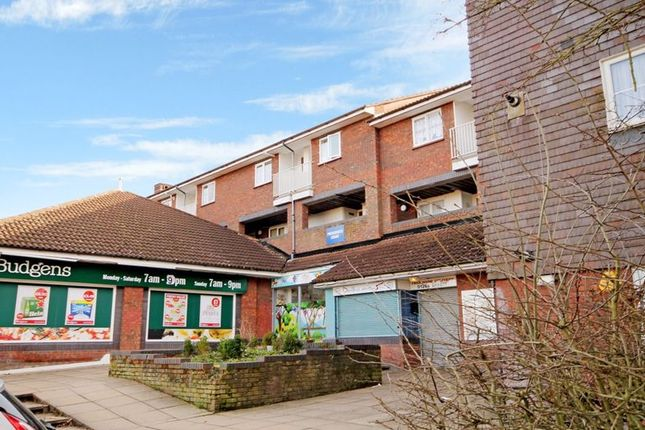 2 bed flat to rent in Hoover Drive, Laindon, Basildon SS15