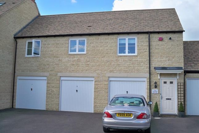 2 bed terraced house to rent in Blackthorn Mews, Carterton, Oxon OX18