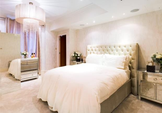Master Bedroom of New Hereford House, 129 Park Street, Mayfair, London W1K