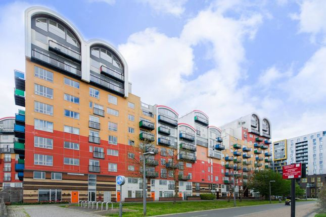 Thumbnail Flat for sale in Mudlarks Boulevard, Greenwich Millennium Village