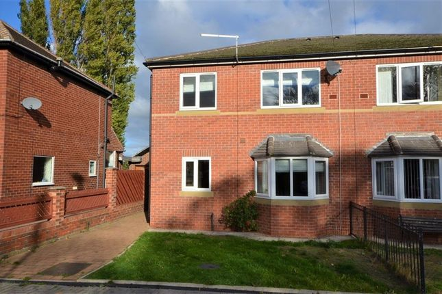 Thumbnail Town house to rent in St. James Court, Castleford