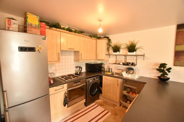 Flat for sale in Hermitage Close, London