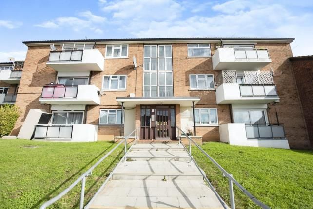 2 bed flat for sale in Collier Row, Romford, Havering RM5
