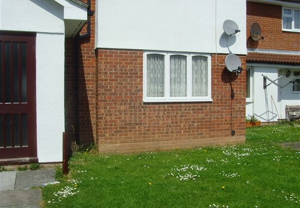 Thumbnail Flat to rent in Sandpiper Road, Bridgwater