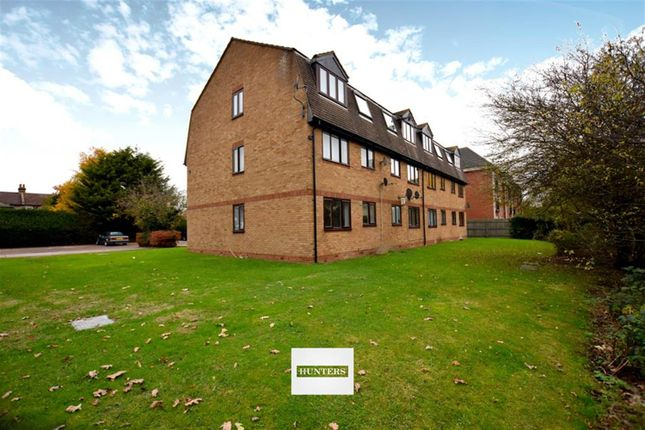 1 bed flat for sale in Bishops Court, Blandford Close, Romford
