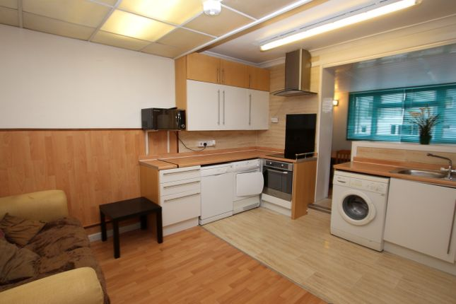 Thumbnail Maisonette to rent in Tolworth Broadway, Surbiton