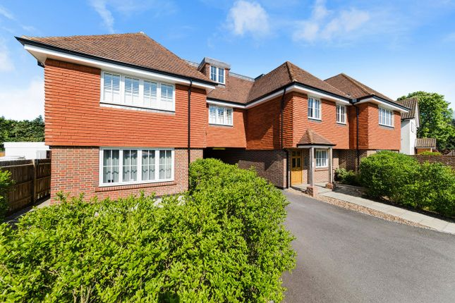 Thumbnail Flat for sale in Chequers Lane, Walton On The Hill