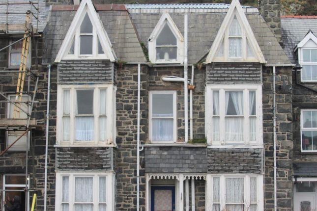 Thumbnail Terraced house for sale in Park Road, Barmouth