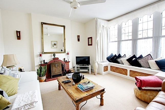 5 bed semi-detached house to rent in Abbey Road, Enfield EN1