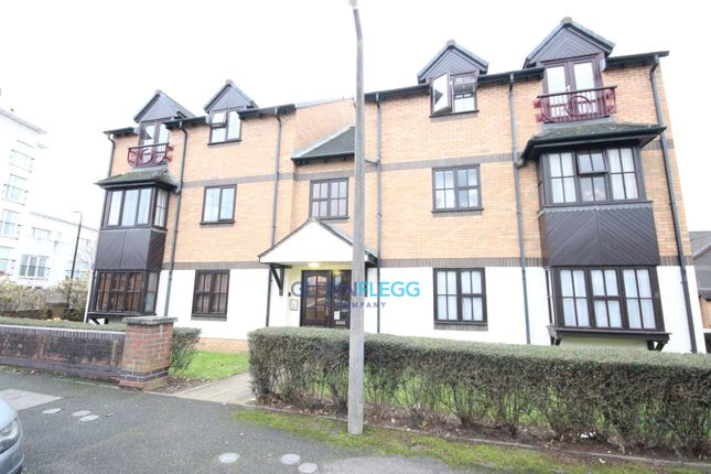 Thumbnail Flat to rent in Gorse Meade, Cippenham, Slough