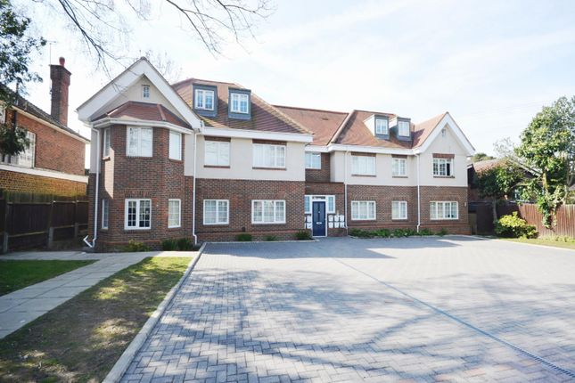 2 bed flat to rent in Fairfield Road, Uxbridge, Middlesex