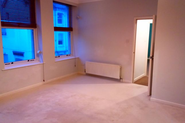 Thumbnail Flat to rent in 28 Queen Street, Seaton, Devon
