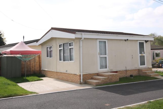 Thumbnail Mobile/park home for sale in Hill Corner Farm Caravan Park, Sandy Lane, Farnborough