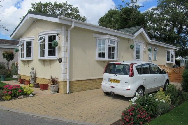 Thumbnail Mobile/park home for sale in Brookfield Park (Ref 5108), Old Tupton, Chesterfield, Debyshire
