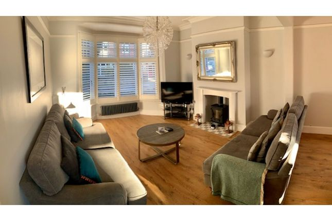 Living Room of Carnarvon Road, West Bridgford NG2