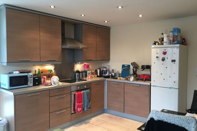 2 bed flat to rent in Wilmslow Road, Manchester