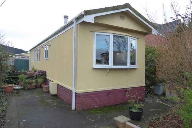 Thumbnail Mobile/park home for sale in Gracelands Park, Farndon Road, Market Harborough, Leicestershire