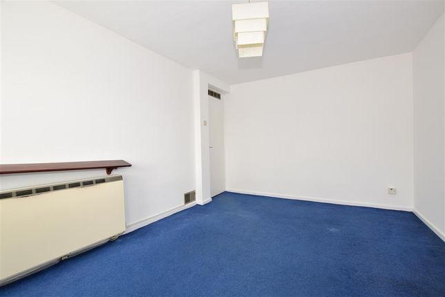 Thumbnail Flat for sale in Upminster Road, Hornchurch, Essex