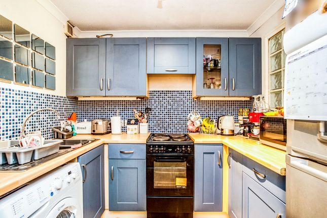 Thumbnail Flat for sale in Horseshoe Lane, Watford